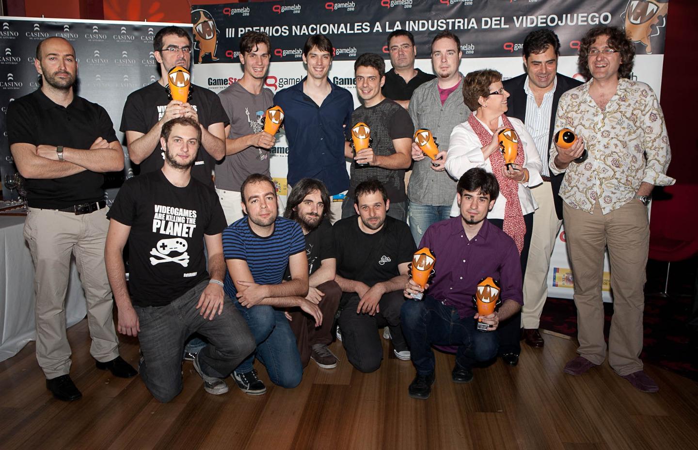Premios Nac Videojuegos 2010_foto familia_80